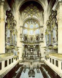 Coro de la Catedral Metropolitana de Badajoz. La Catedral de San Juan Bautista, que posee rango metropolitano, está situada en la Plaza de España, en el centro de Badajoz (España). Junto con el templo catedralicio emeritense, es la sede de los arzobispos extremeños, formando la archidiócesis Mérida-Badajoz.