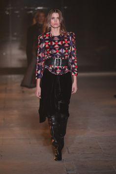 Confira os looks apresentados pela estilista na semana de moda de Paris