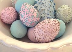 Easter eggs craft ideas how to dye eggs paper flowers decoration Easter Egg Crafts, Easter Eggs, Easter Dyi, Easter Hunt, Easter Table, Paper Mulberry, Diy Ostern, Creation Deco, Easter Holidays