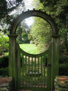 Best Heavenly Moon Gate Ideas for Your Garden Pictures) - Awesome Indoor & Outdoor Wooden Garden Gate, Garden Fencing, Hillside Garden, Forest Garden, Garden Entrance, Garden Arches, Moon Gate, Vegetable Garden Design, Garden Cottage