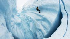 """Gletschern beim Sterben zuschauen """"Chasing Ice"""" erzählt von dem Fotografen James Balog, der Belege eines Massensterbens sammelt. Seine Zeitraffer-Aufnahmen von Gletschern machen den Klimawandel sichtbar."""