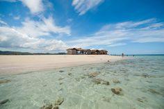 Cayo Arena - Situado fuera de la costa con un pequeno pueblo de pescadores, Punta Rucia en la costa del Norte.