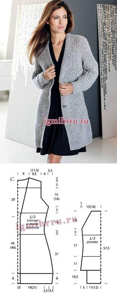 La chaqueta alargada caliente de color gris vinculada por la goma simple. La labor de punto por los rayos