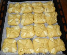 "Placinte ""Poale-n brau"" - Bunătăți din bucătăria Gicuței Romanian Food, Romanian Recipes, Good Food, Yummy Food, Pastry And Bakery, Diy Food, Food And Drink, Cooking Recipes, Sweets"