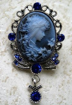 Sapphire blue Cameo crystal brooch pin pendant by BroochHunter on etsy. Cameo Jewelry, I Love Jewelry, Jewelry Design, Jewellery, Victorian Jewelry, Antique Jewelry, Vintage Jewelry, Vintage Brooches, Faberge Eier
