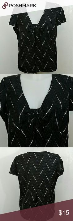 """Jaclyn Smith Top Jaclyn Smith Top  ??Size Large  ?? Condition Great  ?? No Stains ?? No Rips or Tears ?? Send me an Offer Prices are negotiable  ??Ships same day no later than the next day! ??Message me with any questions  ?? Bust 42"""" ??Length 25"""" Jaclyn Smith Tops Blouses"""