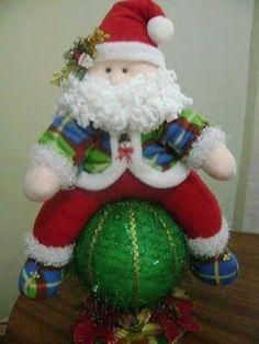 FELTRO MOLDES ARTESANATO EM GERAL: MOLDES DE NATAL Felt Christmas Decorations, Christmas Stockings, Christmas Crafts, Xmas, Christmas Ornaments, Holiday Decor, 4th Of July Wreath, Reindeer, Snowmen