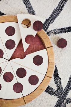 Don't eat the pepperoni: this pizza pie is a wooden puzzle. #DIY