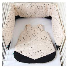 Tour de lit et gigoteuse turbulette 0-6 mois crème noir et motif petit carrés : Mode Bébé par tamkam