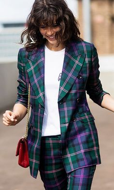 Fall street style: blue and green plaid blazer, white tshirt, and a red statement bag