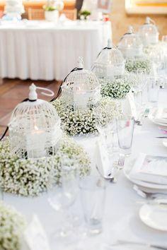 Velo de novia y jaulas victorianas para centros de mesa de bodas campestres. #BodasCampestres