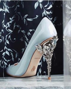 Fancy Shoes, Pretty Shoes, Beautiful Shoes, Cute Shoes, Cute Prom Dresses, Ball Dresses, Pretty Dresses, Ball Gowns, Dr Shoes