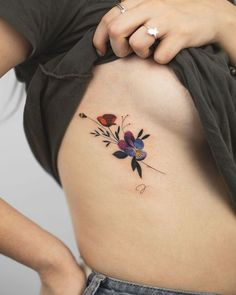 Just sharing a few of my favourite bouquets. Flick through and pick your fave! Mini Tattoos, Sexy Tattoos, Cute Tattoos, Beautiful Tattoos, Body Art Tattoos, Pretty Tattoos, Flower Tattoo On Ribs, Get A Tattoo, Flower Tattoos