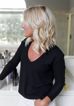 How to create effortless, beachy waves on short to medium hair. Long, piecey bob haircut.