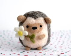 ~super cute kawaii felt friend to give Made to Order~ This adorable needle felted hedgehog holding a daisy is handmade with love out of natural wool. This wooly woodland Needle Felted Animals, Felt Animals, Felt Diy, Felt Crafts, Needle Felting Tutorials, Wet Felting, Felt Ornaments, Wool Felt, Felted Wool