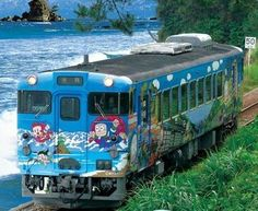 JR西日本 氷見線 忍者ハットリくん列車