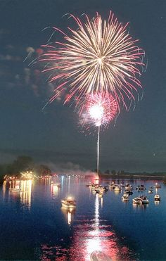4th of July on Oneida Lake, Oneida NY it looks just like this. An awesome sight.