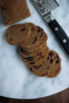 Småkager med lakrids og tranebær | Marinas mad Christmas Biscuits, Cook N, The Breakfast Club, Love Cake, Baked Goods, Cookie Recipes, Frosting, Food And Drink, Easy Meals
