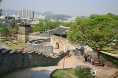 Hwaseong Fortress [UNESCO World Heritage] (수원 화성 [유네스코 세계문화유산]).  11, Haenggung-ro, Paldal-gu, Suwon-si, Gyeonggi-do  경기도 수원시 팔달구 행궁로 11 , 장안구, 권선구 일원