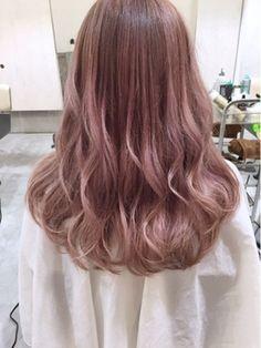 この画像は「ふわふわッ、ラブリー。照れ屋な女の子を包むピンクヘアカラー集」のまとめの16枚目の画像です。