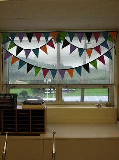 Polka Dot Lesson Plans: No Sew Classroom Pennant Banner {Monday Made It}