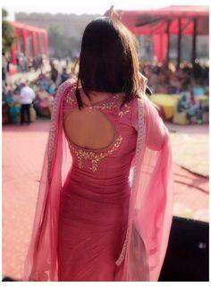 Kurti Back Neck Designs, Salwar Suit Neck Designs, Chudidhar Neck Designs, Simple Kurta Designs, Neck Designs For Suits, Kurta Neck Design, Sleeves Designs For Dresses, Kurta Designs Women, Blouse Neck Designs