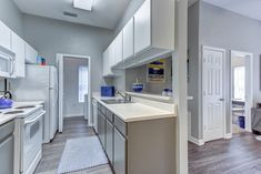 See the best luxury student apartments Tallahassee offers. With pet-friendly apartments and the best location in FL, you'll have everything you need here! Student Apartment, Pet Friendly Apartments, Tallahassee Florida, Student Living, Midnight Snacks, Best Location, Venetian, Luxury, Kitchen