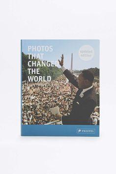 Livre Photos That Changed The World (Les photos qui ont changé le monde) - Urban Outfitters