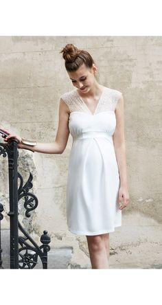 Maternity wedding dresses can be hard to find, but chic options do exist. Here's where to find the best maternity dresses to suit your style. Pregnant Wedding Dress, Maternity Wedding, Wedding Planning Timeline, Cheap Wedding Venues, Wedding Gifts For Groom, Wedding Invitation Envelopes, Maternity Dresses, Who What Wear, Your Style