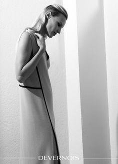 """COLLECTION CAPSULE """"CLAUDIUS"""" PAR DEVERNOIS, une ligne 100% maille made in France ! Contemporaine, cette robe maille esprit """"Geisha"""" est revisitée avec ses lignes graphiques soulignées de bandes contrastées. #robelongue #maillemilano #graphiqueetcontemporaine #madeinfrance www.devernois.com"""
