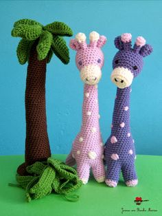 Palm tree and giraffes in crochet