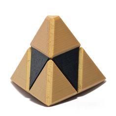 Design est inspiré par la série populaire du jeu vidéo The Legend of Zelda. Maintenant vous pouvez donner le don de puissance, la sagesse et le Courage des déesses dor ! Qui mérite cette relique sacrée, vous ou quelquun de spécial, peut-être les deux ? Sort de la Triforce sera à vous. Bague de taille pour qui « la question pop » au moment de style que vous voulez être parfait. Cet article est également idéal pour les grandeurs natures !  La question de la pop dans style. Cadeau une clé USB…