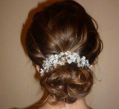 svatební ozdoba Tento šperk je možné použít jako čelenku, nebo náhrdelník,sv. korunkunebo i jako doplněk na šaty třeba jako pásek nebo jako ramínko šatů... Korálky jsou čiré, perličky bílé a jemnoučce růžové, drátek je postříbřený.