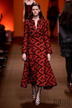 Tufi Duek - Ready-to-Wear - Fall-winter 2014 - http://www.flip-zone.net/fashion/ready-to-wear/independant-designers/tufi-duek-4305 - ©PixelFormula