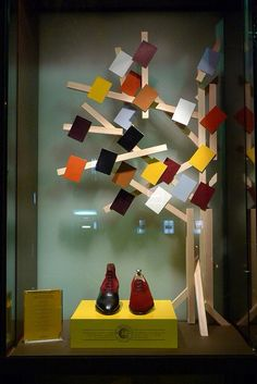 they will come in a assortment of colours, pinned by Ton van der Veer Shoe Display, Visual Display, Display Design, Store Design, Fall Store Displays, Shop Window Displays, Retail Windows, Store Windows, Vitrine Design