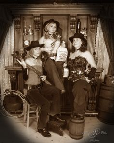 These dangerous dames are posing in front of our saloon scene. #dangerousdames #oldtimephotos #oldtymephotos #photography #glenwood #glenwoodsprings #glenwoodcaverns #glenwoodcavernsadventurepark #colorado #coloradovaca #coloradovacation #thingstodo #thingstodoincolorado #fun #dressup
