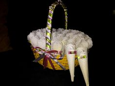 Cones e cesto para arroz colorido