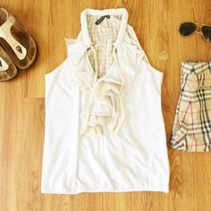 Anthropologie Ruffled White and Gingham Top Super adorable Ruffles top from Anthro, perfect paired with skinny jeans and wedges for a day of shopping. Worn twice. Reasonable offers only, no trades. Bundle with 3 items for 20% off 💖✨ Anthropologie Tops Blouses