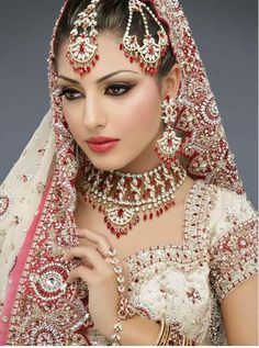 Pakistani Bridal Makeup Pictures:In Pakistani bridal makeup and new fashion styles. to view new pakistani bridal makeup style Have a nice Pa. Wedding Dresses For Girls, Bridal Dresses, Bridal Outfits, Indian Dresses, Indian Outfits, Indian Clothes, Moda Indiana, Beautiful Indian Brides, Beautiful Bride