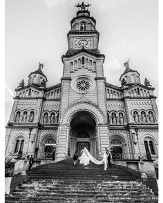 Sabe aquela igreja to aqui na frente imaginando Chuva de Arroz na gente...  Música do Luan Santana perfeita para o casamento de ontem  Fotografia linda Thais Carvalho