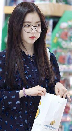 Click the link to meet new kpop fans on the largest kpop community on Discord! Red Velvet アイリーン, Irene Red Velvet, Red Velvet Seulgi, Kpop Girl Groups, Kpop Girls, Asian Woman, Asian Girl, Red Valvet, Ulzzang Girl