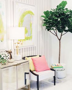 Love this Kate Spade furniture in Kelly Golightly's house! #kellygolightly #katespade #katespadeny