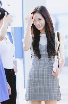 BlackPink Jisoo Fashion - Grey Dress Find BlackPink Clothes, KPOP Skirts & KPOP Dresses for an affordable price Blackpink Outfits, Kpop Fashion Outfits, Blackpink Fashion, Style Outfits, Ulzzang Fashion, Korean Outfits, Korean Fashion, Gray Outfits, Blackpink Jisoo