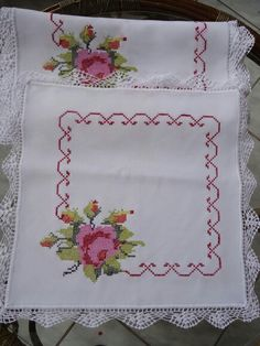 This Pin was discovered by Sab Crochet Bedspread, Crochet Tablecloth, Cross Stitch Designs, Cross Stitch Patterns, Crochet Patterns, Cross Stitching, Cross Stitch Embroidery, Drawn Thread, Cross Stitch Rose