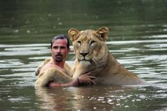 Priceless Photos of the Lion Whisperer Show Docile Side of Wild Animals