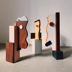 Des portraits graphiques et sculpturaux par @owl_______ 💛 plus, sur milkdecoration.com #inspiration #design #sculptures #faces #colors #shapes #graphic #owl #contemporary #crush