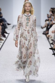 Giambattista Valli Spring/Summer 2017 Ready-To-Wear Collection   British Vogue