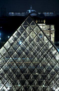Pyramide du Louvre, Carrousel et Grand Palais de nuit  Photo Serge Sautereau  http://www.serge-sautereau.com/