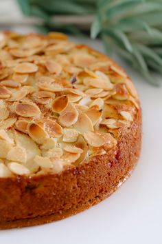 If you re looking for an easy apple cake recipe look no further This one is a classic butter cake layered with apple slices and topped with flaked almonds YUM Easy Apple Cake, Apple Cake Recipes, Easy Cake Recipes, Sweet Recipes, Baking Recipes, Cooking Apple Recipes, Apple And Almond Cake, Apple Pie, Almond Cakes