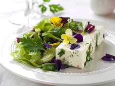 Goatcheese Salad with Lavenderdressing and Flowers ⋆ thanos Tea Party, Cabbage, Vegetables, Flowers, Desserts, Dressings, Salads, Foods, Coffee